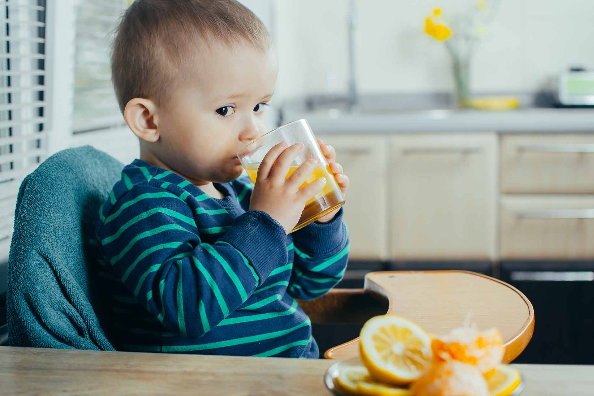 Is-it-healthy-for-children-to-eat-juice